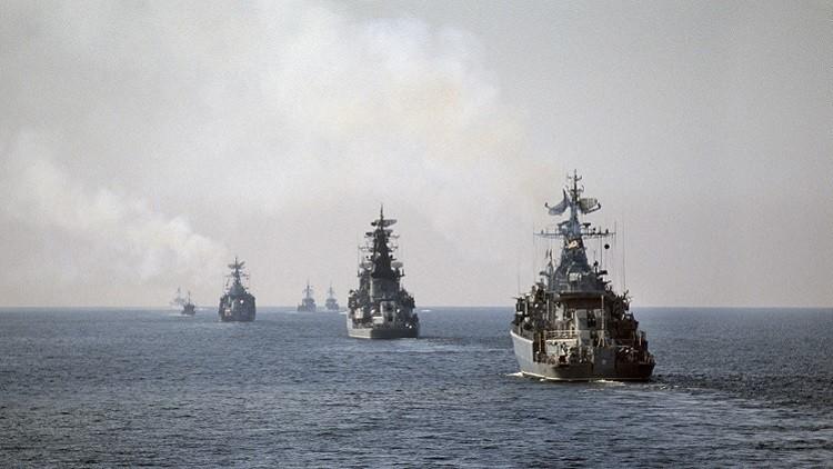 سفينتان روسيتان ترسوان في ميناء إيراني