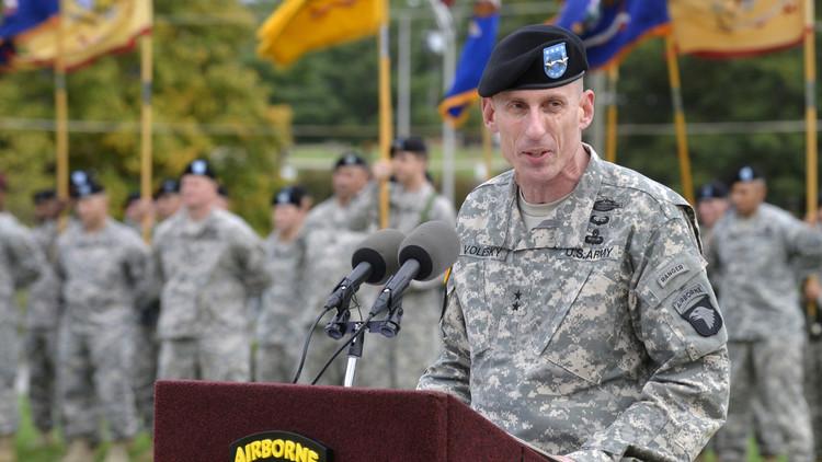 غاري فوليسكي قائد القوات البرية التابعة للتحالف