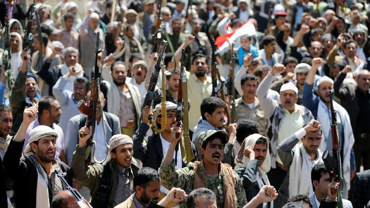 مسؤولون أمريكيون يؤكدون والسلطنة تنفي.. عمليات تهريب للأسلحة إلى اليمن عبر عُمان