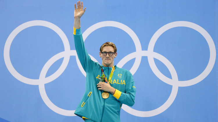 عين الصقر تنقذ حياة بطل أولمبي .. (صور)