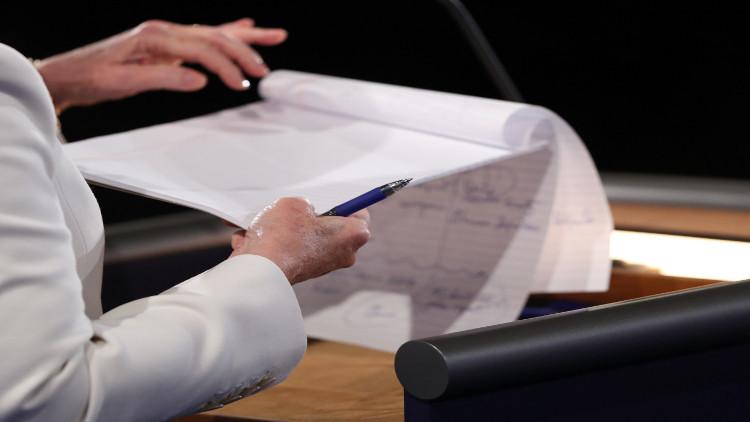 العثور على مادة مشبوهة في رسالة لكلينتون