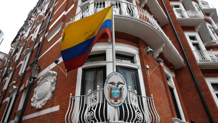 الإكوادور تقطع الإنترنت عن أسانج