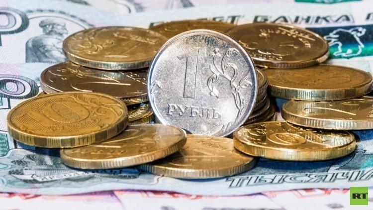 الدولار يتراجع أمام الروبل بمقدار 6 كوبيكات