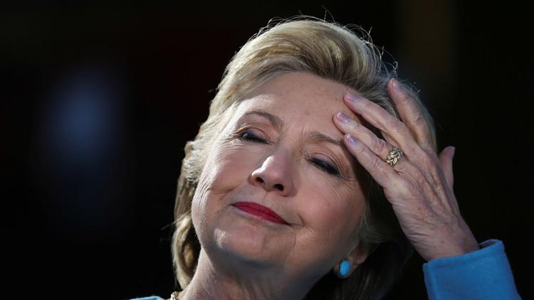 مساعدة كلينتون: هيلاري تعاني من مشكلات في الرأس