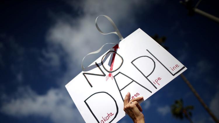 توقيف 100 متظاهر قرب مشروع أنبوب للنفط في أمريكا