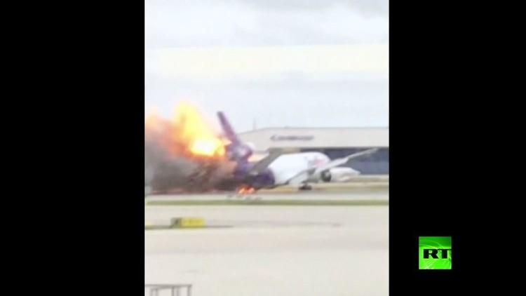 حريق وانفجار بطائرة أمريكية في مطار بولاية فلوريدا