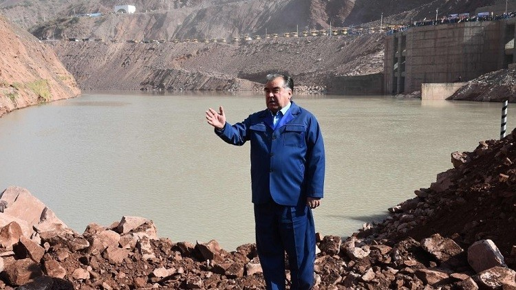 طاجكستان تبني أعلى سد في العالم