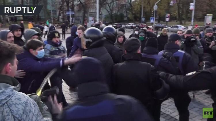 اشتباكات بين القوميين ومؤيدي شرعنة الماريغوانا في كييف