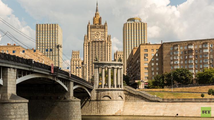موسكو تنتظر من السلطات البريطانية تسوية الوضع الناشئ حول RT