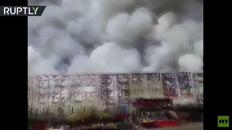 حريق هائل يلتهم سوقا للألعاب النارية في الهند