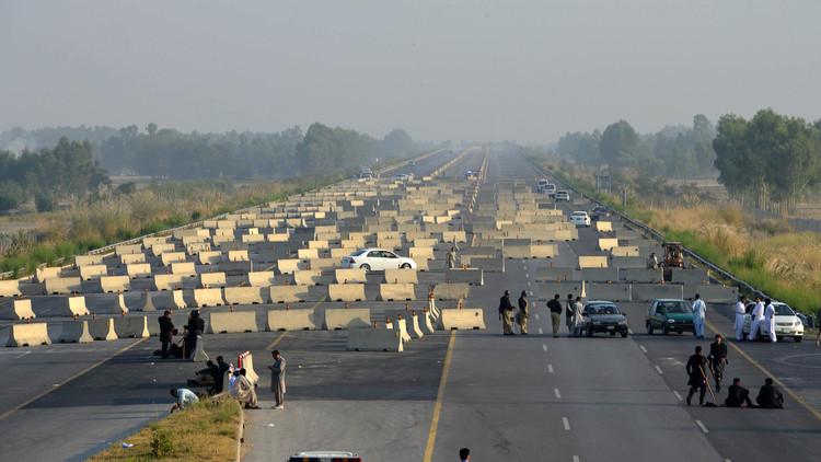 اعتقال العشرات من أنصار المعارض الباكستاني عمران خان
