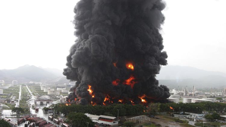 اندلاع حريق كبير بمصفاة نفطية في فنزويلا