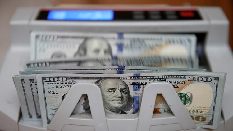الدولار يتعافى بعد صدمة الرسائل الإلكترونية لهيلاري كلينتون