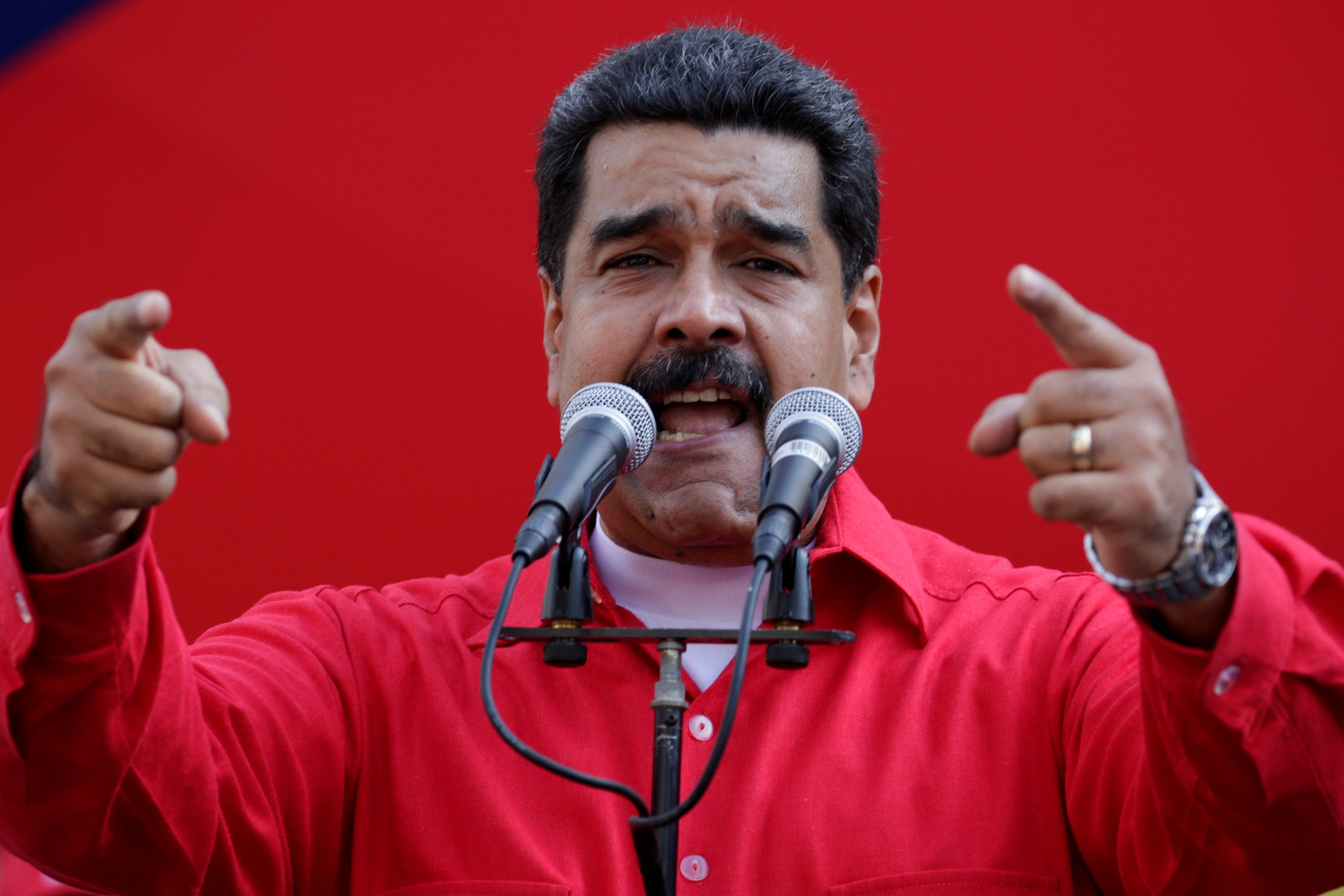 برلمان فنزويلا يصادق على إطلاق عملية عزل مادورو والجيش يؤكد دعمه للرئيس