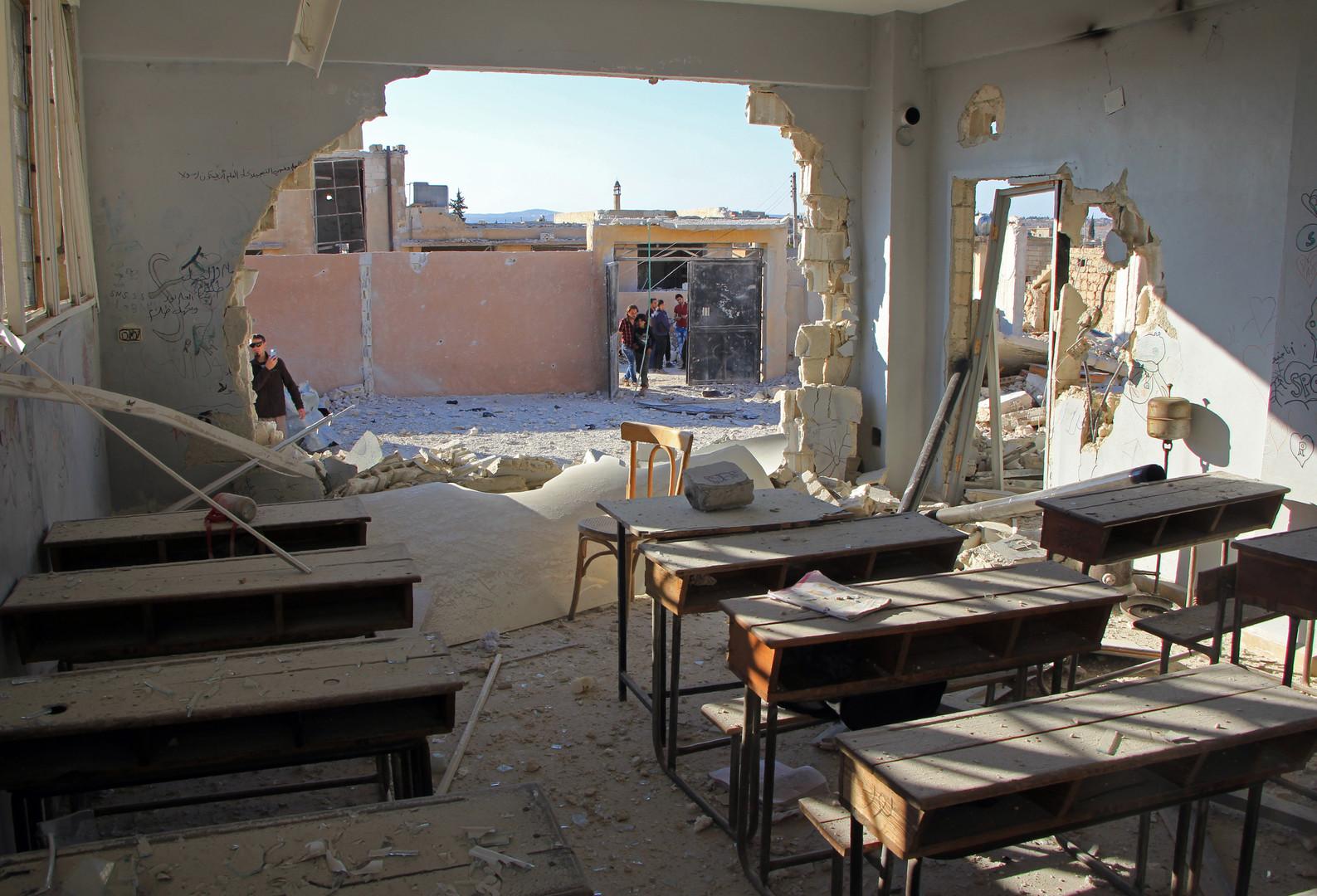 آثار الدمار لأحدى الفصول في مدرسة بريف إدلب