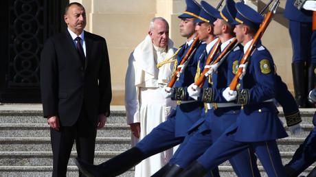 الرئيس الأذربيجاني إلهام عالييف يستقبل البابا فرنسيس