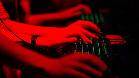 شركات الأمن السيبراني الروسية تجيز اختراق تطبيقات التراسل