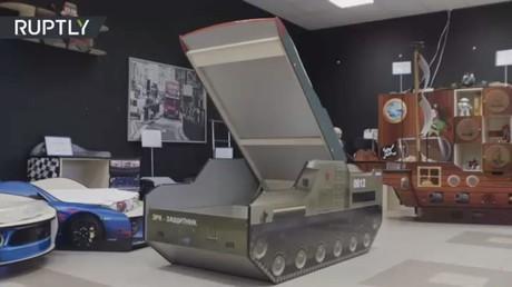 شركة أثاث تبيع مهدا يحاكي صاروخ