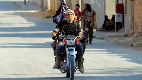 """عناصر من تنظيم """"جند الأقصى"""" في ريف حماة (صورة أرشيفية)"""