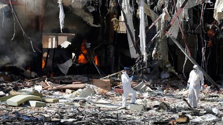 آثار من قصف مجلس العزاء في صنعاء