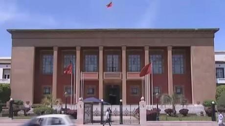 العاهل المغربي يكلف بنكيران بتشكيل حكومة