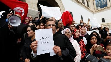 إضراب المحامين التونسيين احتجاجا على فرض ضرائب جديدة