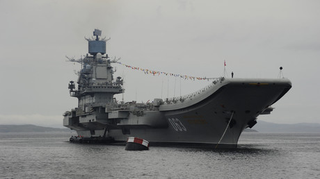 الطراد الروسي الحامل للطائرات والمزود بالأسلحة الثقيلة