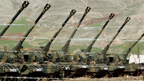 صورة أرشيفية لوحدات المدفعية التركية على الحدود مع العراق