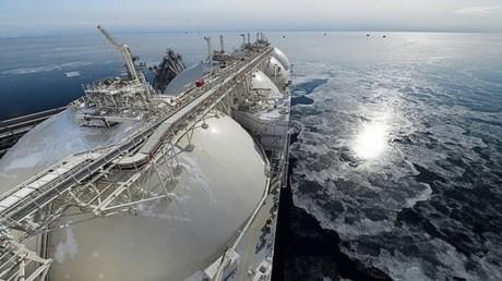 القاهرة تطرح أكبر مناقصة لشراء الغاز الطبيعي المسال