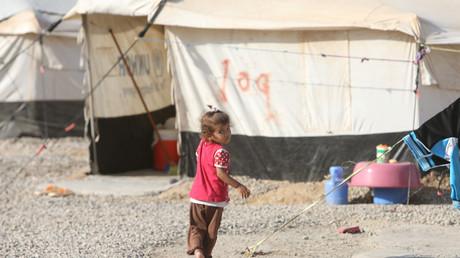 طفلة بمخيم
