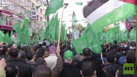أنباء عن وساطة تركية قطرية بين حماس وفتح