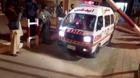 مقتل 60 بهجوم على مركز للشرطة في باكستان