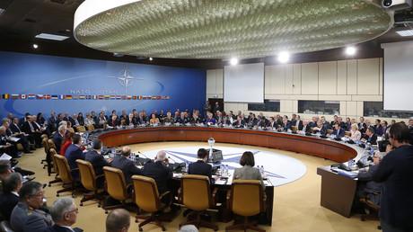 اجتماع لوزراء دفاع دول الناتو في بروكسل - أرشيف