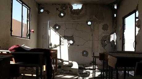 آثار القصف على مدرسة في قرية حاس بريف إدلب