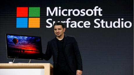مايكروسوفت تكشف عن أول حاسوب مكتبي بأنحف شاشة في العالم