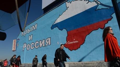 لوحة جدارية تصور خارطة شبه جزيرة القرم الروسية