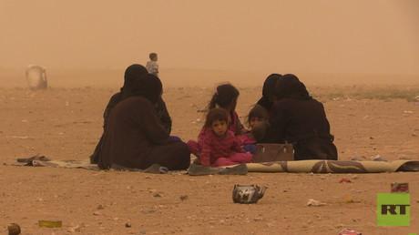 تعرض آلاف اللاجئين لعاصفة رملية