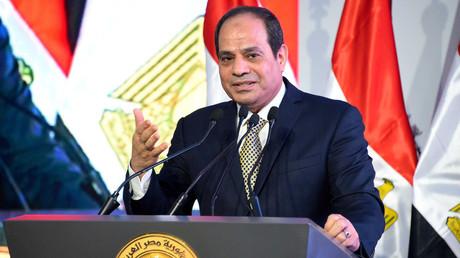 الرئيس المصري يعد بالعفو ومراجعة قانون التظاهر