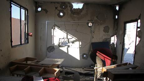آثار الدمار لأحد الفصول في مدرسة بريف إدلب