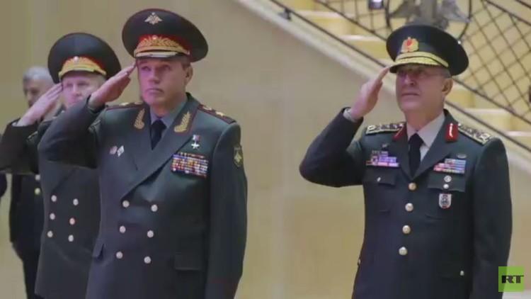 رئيس الأركان العامة للجيش التركي في موسكو