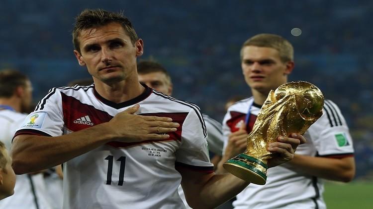 الهداف التاريخي لكأس العالم يعلن اعتزاله