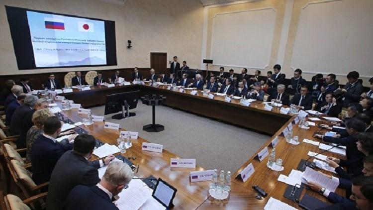 موسكو وطوكيو تبحثان مشاريع لتعزيز التعاون
