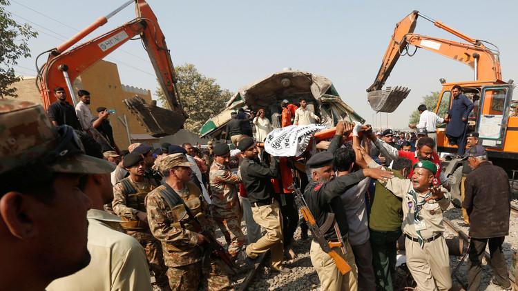 مقتل 20 شخصا بتصادم قطارين بكراتشي الباكستانية