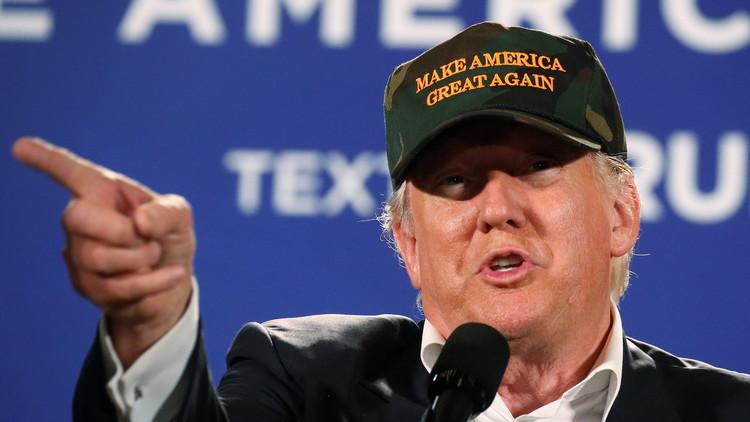 ترامب: فوز كلينتون سيقود إلى أزمة دستورية