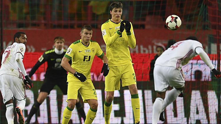 بالفيديو.. لاعب برازيلي يحرز هدفين في أقل من دقيقتين