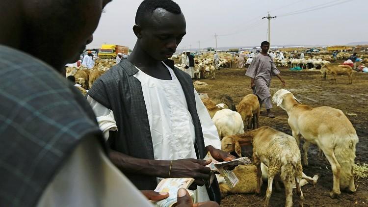 السودان يحظر استيراد بعض السلع لدعم العملة الوطنية