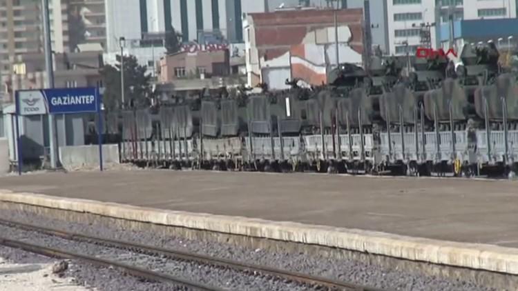 قطار محمل بدبابات يصل غازي عنتاب ويتوجه إلى الحدود العراقية