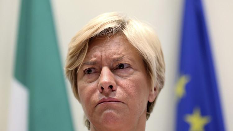 وزيرة الدفاع الإيطالية تتمنى فوز كلينتون