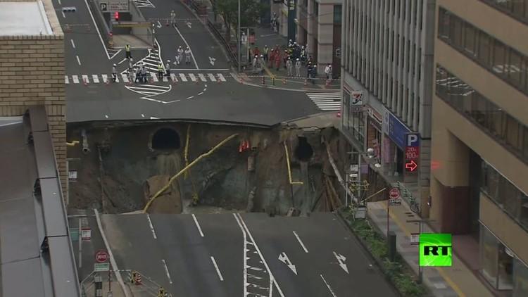 انهيار أرضي ضخم تسبب بانقطاع الكهرباء وتعطيل حركة المرور في اليابان