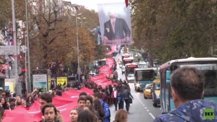 الآلاف يحيون الذكرى الـ78 لوفاة أتاتورك